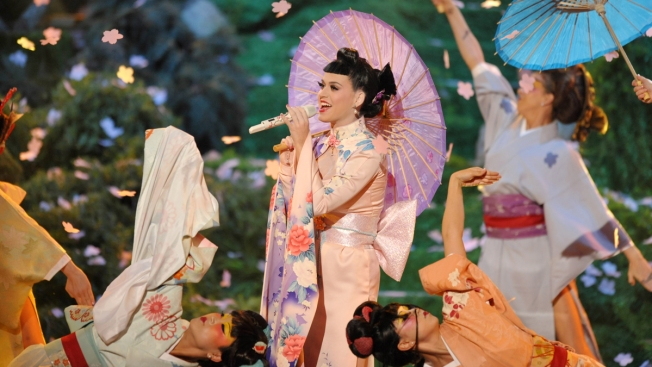 Katy Perry's Geisha-Inspired 2013 American Music Awards Performance Sparks Racial Controversy