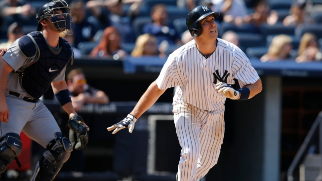 Mark Teixeira Homers in 8th, Lifts Yankees Over Mariners, 2-1