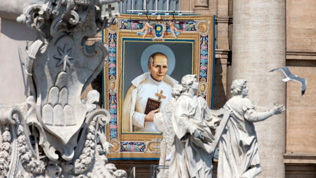 Pope Proclaims 2 New Saints in Canonization Mass