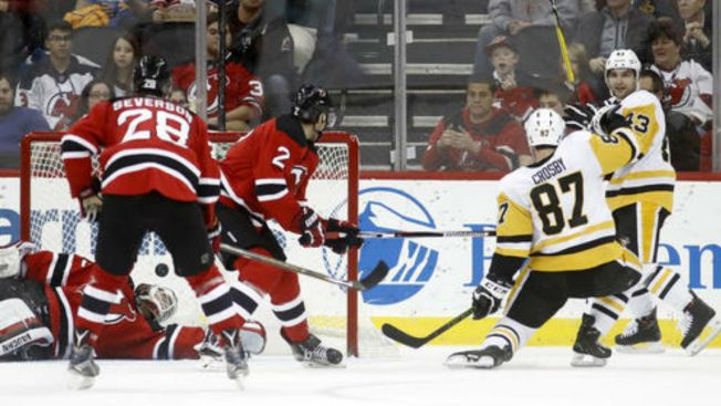 Sidney Crosby, Evgeni Malkin power Pittsburgh Penguins past New Jersey Devils