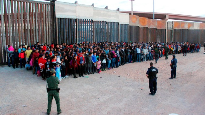 US Opens New Mass Shelter in Texas for Migrant Children