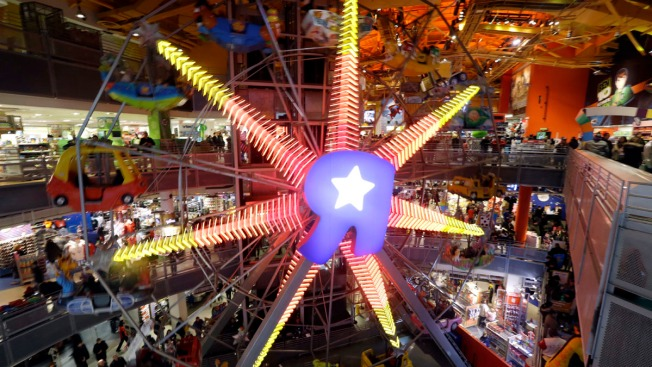 Toys R Us Times Square : Toys r us closing flagship location in times square this