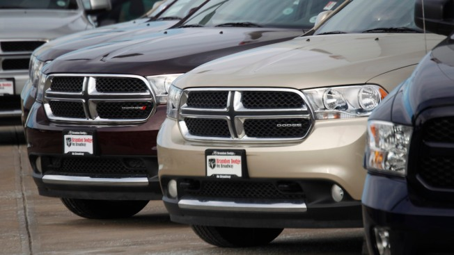 Fiat Chrysler Recalls 894K SUVs for Brake, Air Bag Trouble