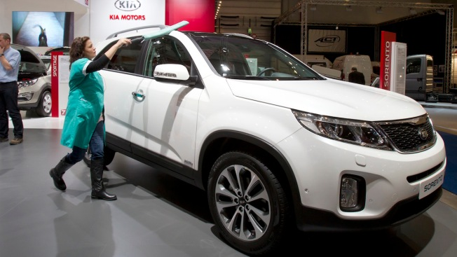 Kia Recalls 377,000 Sorento SUVs to Fix Shift Lever Problem
