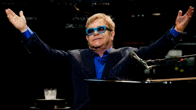Putin Calls Elton John, Promises to Meet With Him