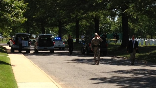 Man Dressed as SWAT Officer Shoots 1 in Robbery: PD