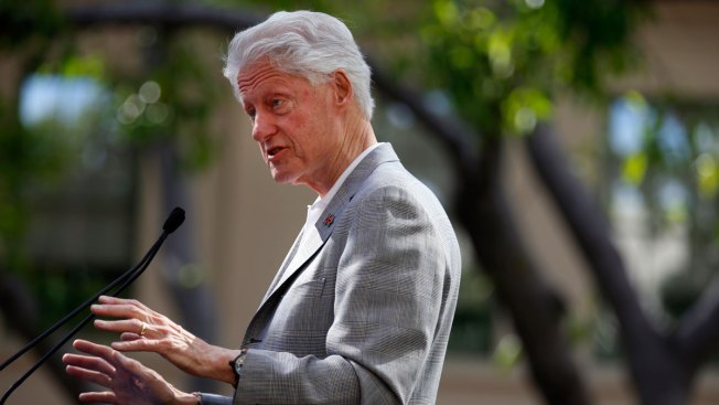 Bill Clinton, AG Lynch Met Privately at Phoenix Airport