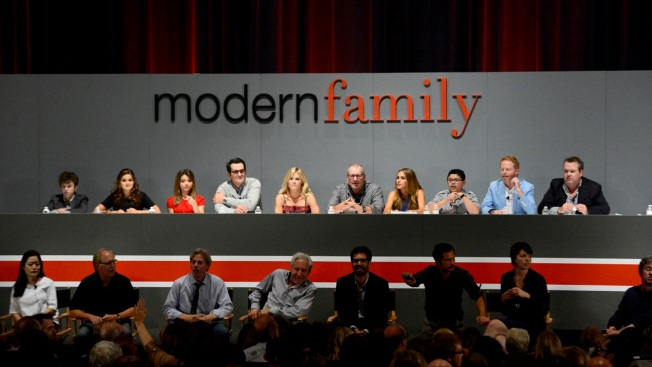 """Modern Family"" Cast Plays ""Family Feud"" Spoof on Kimmel"