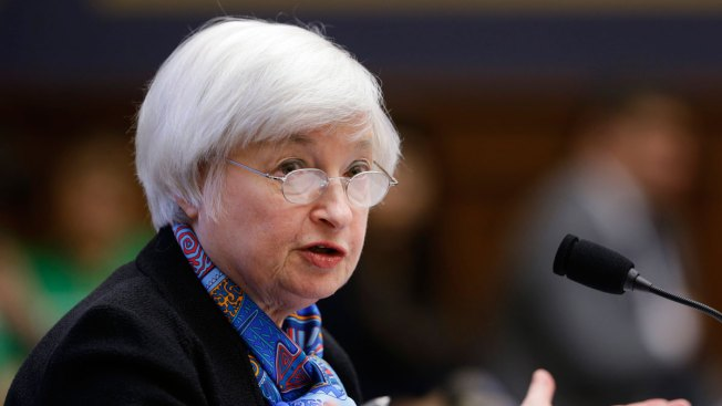 Fed Keeps Key Interest Rate Steady, Sees Fewer Risks