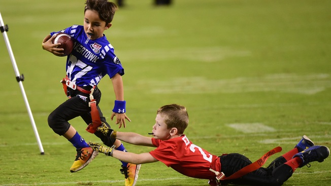 Former Nflers Call For End To Tackle >> Nfl Players Warn Parents Of Tackle Football Dangers Cte Nbc New York