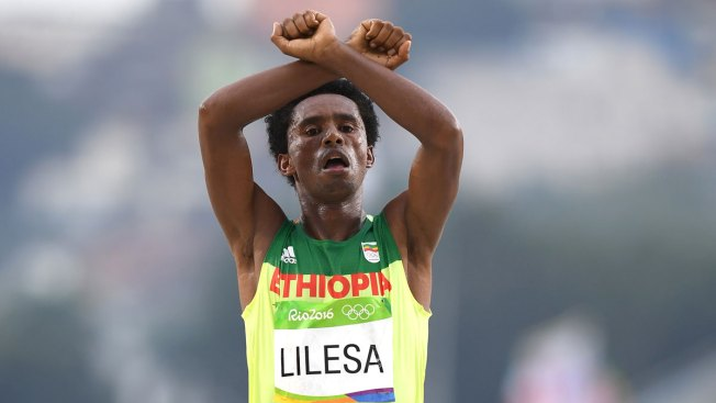 'Maybe They Will Kill Me': Ethiopian Runner Feyisa Lilesa Stages Protest Against Government
