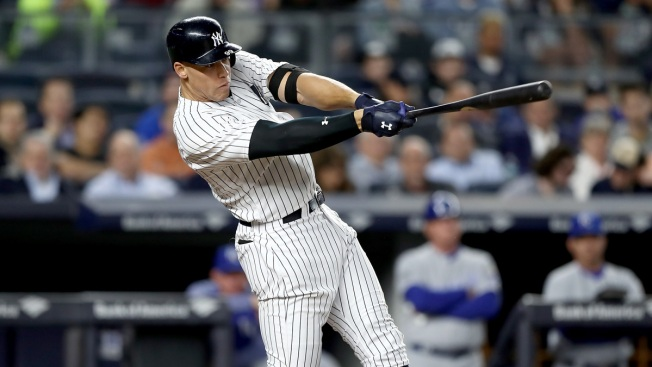 Ellsbury hurt crashing into wall; Yanks beat Royals 3-0