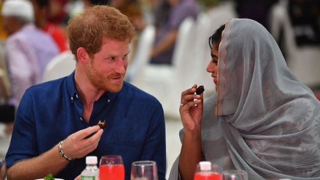 Prince Harry breaks fast at Singapore Iftar function