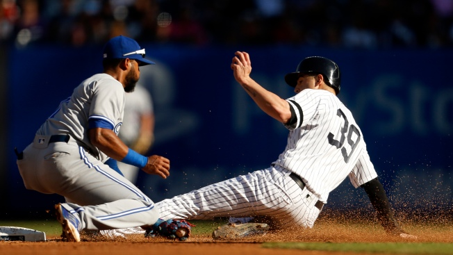 Blue Jays Edge Playoff-Bound Yankees, 2-1, in Finale