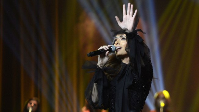 Saudi Women Cheer, Dance at Country's 1st Public Concert by Female Singer