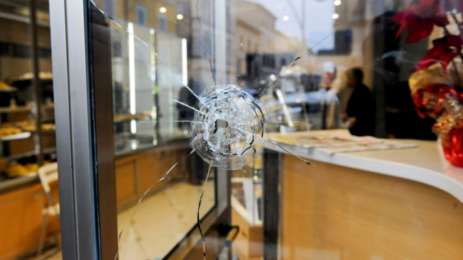 Police: Extreme-Right Gunman Shoots 6 Africans in Italy