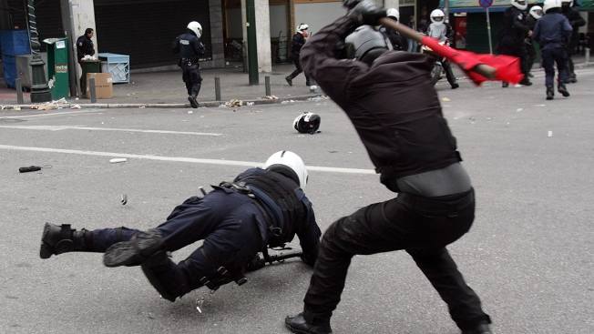 Fact Check: Viral Photo Doesn't Show 'Antifa' Beating Cop