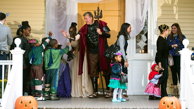 New Yorkers Invited to Halloween Party at Gracie Mansion