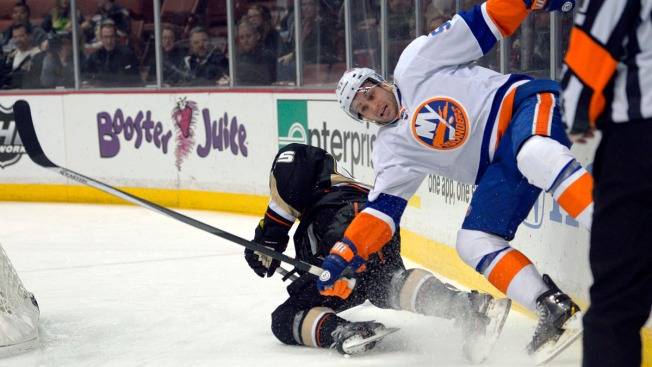 Islanders Routed by Ducks, Losing Streak Stretches to 10 Games
