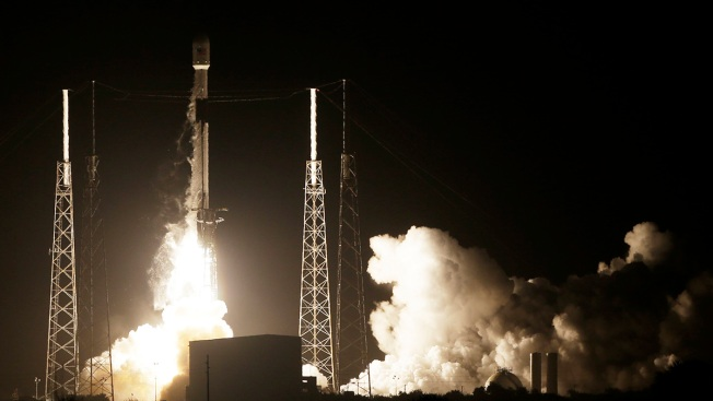 SpaceX Rocket Carries Lunar Lander, Satellite