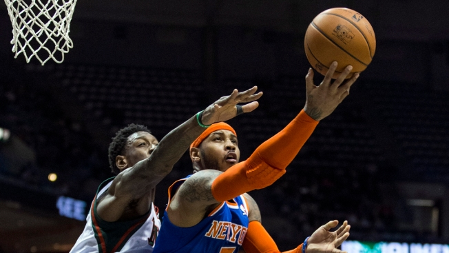 Knicks Lose to Lowly Bucks as Carmelo Anthony Can't Do It All by Himself