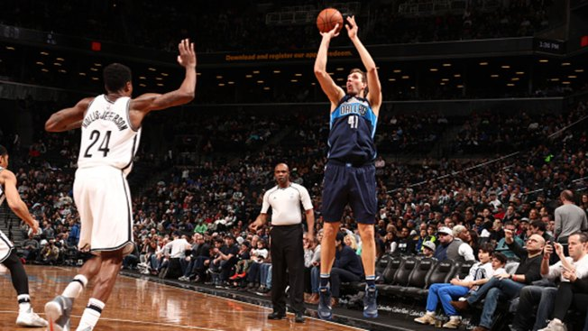 Dirk Nowitzi Scores 23, Leads Mavericks Over Nets 111-104