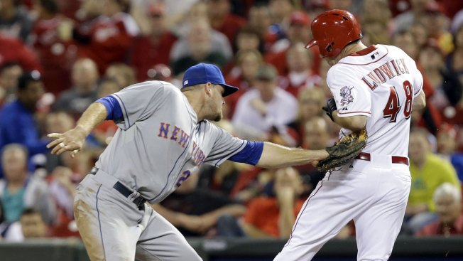Mets Rock Leake, Beat Reds 4-2