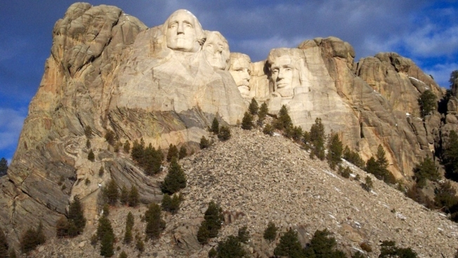 Illinois Man Dies in Fall at Mount Rushmore