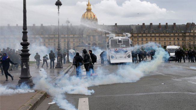 At Least 26 Wounded as Paris Protesters Clash With Police