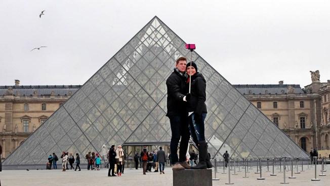 Selfie Sticks Banned at European Tourist Attractions