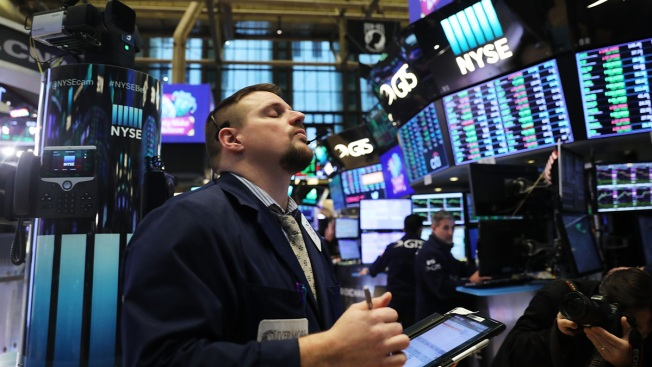 US Stocks End Dismal, Volatile Year on a Bright Note