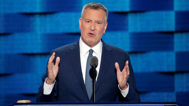 Mayor de Blasio: NYC Schools to Block ICE Agents from Entering Without Warrant