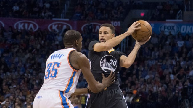 Curry Hits Winning 3, Sets Record as Warriors Beat Thunder