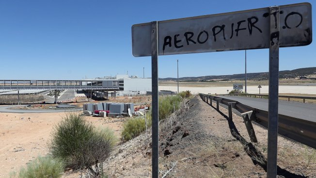 Abandoned $1.2B Airport Gets Just One, Tiny Bid at Auction