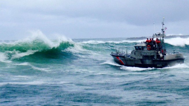 42,000 Coast Guard Members Miss 1st Paycheck Due to Government Shutdown