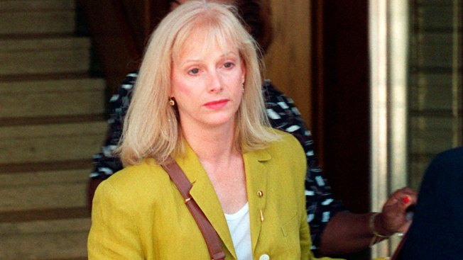 Oscar-Nominated Actress Sondra Locke Dies at 74