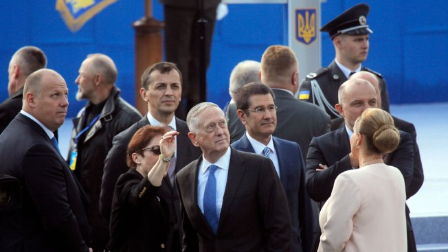 In Kiev, Mattis Says Moscow Wants to Redraw Borders by Force