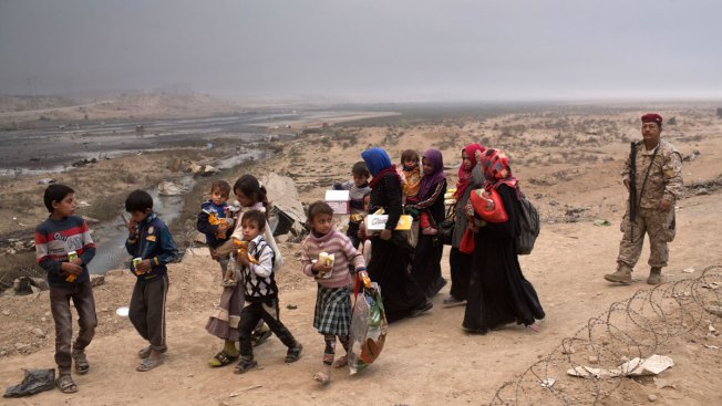 ISIS Driving Hundreds Into Mosul, Using Them as Human Shields