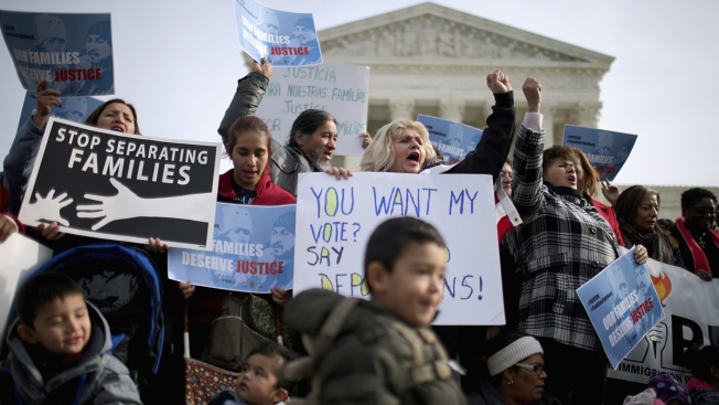 US keeps effort to shield young immigrants from deportation