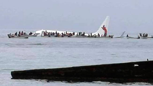 Everybody on Plane Survives Crash Landing in Pacific Lagoon