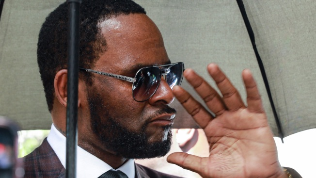 R. Kelly Complains of Girlfriends' Lack of Joint Access