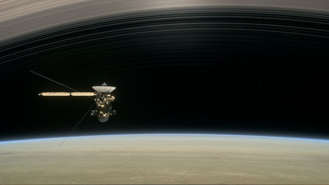 Spacecraft Flies Between Saturn and Rings in Historic 1st