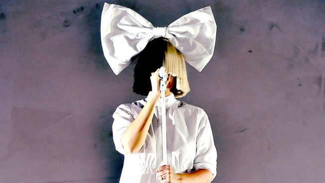 Sia Tweets Nude Photo in Effort to Thwart Paparazzi