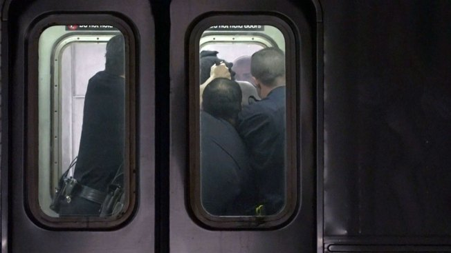 Man Stabbed With Pen on Subway: Police