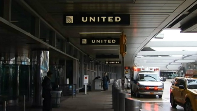 Woman Hurt in Attempted Robbery at LaGuardia: Sources