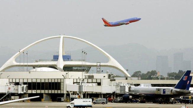 False Alarm Over LAX Gunman Sends Travelers Fleeing Onto Tarmac