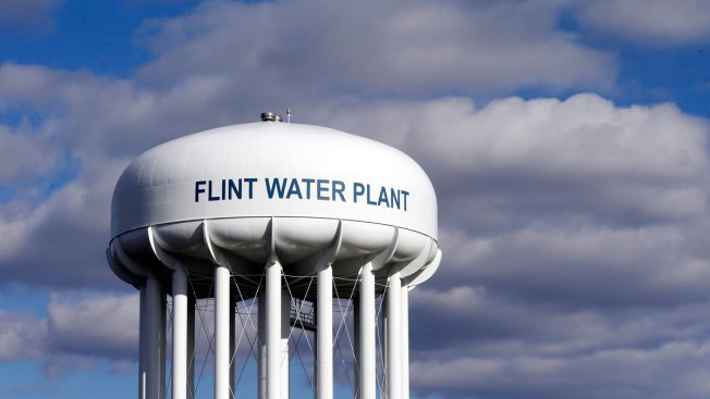 Flint mayor says water switch 'too risky' after lead crisis