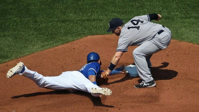 Blue Jays Nip Yanks, 3-1, Avoid Sweep