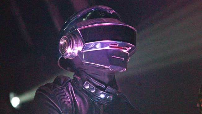 Daft Punk Adds Surprise Unce-Unce to Phoenix's MSG Debut