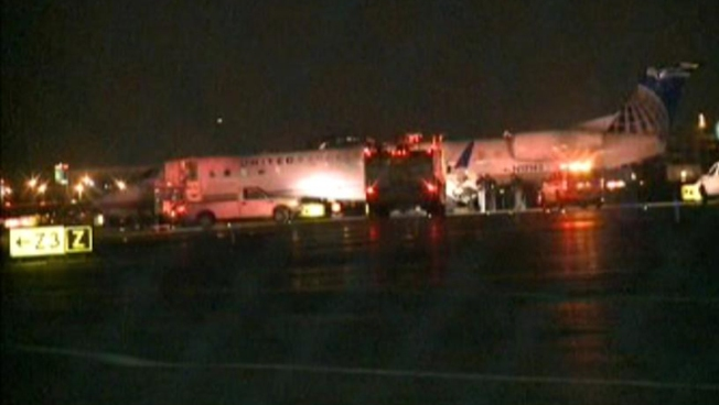 Commuter Plane from NY Blows Tires, Veers Off Newark Runway